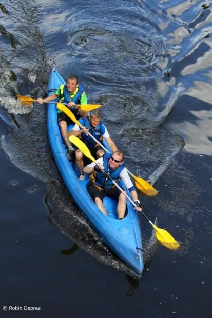 Brice, Eric et Lionel dans l'épreuve du canoé. Photo Robin Deprez