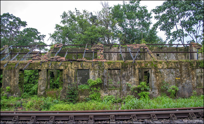 Abandoned building near Castlerock station - Doodhsagar Trek
