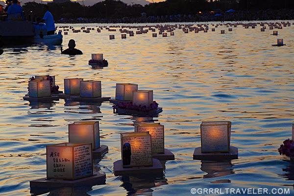 lantern floating ceremony at Ala Moana Beach, lantern floating pictures, lantern floating hawaii