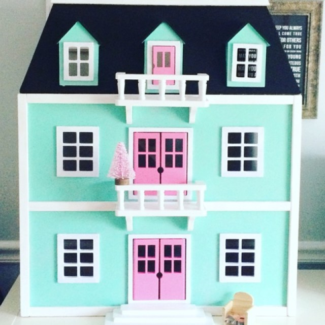Ella 39 s dollhouse kozy and co for Young house love dollhouse