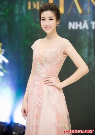 Ngắm hoa hậu Mỹ Linh khoe dáng nuột nà