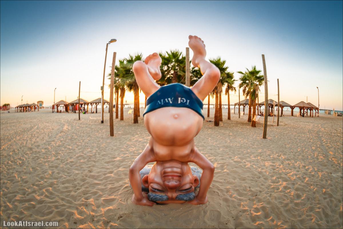 Скульптура «Бен Гурион стоит на голове» | Sculpture «Ben Gurion stand on his head» | פסל בן גוריון עומד על הראש בחוף תל אביב | LookAtIsrael.com - Фото путешествия по Израилю