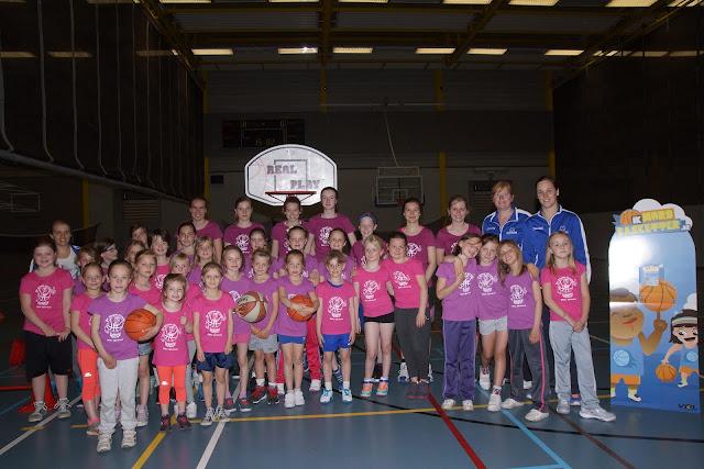 meisjeshappening basketbal bij Wytewa