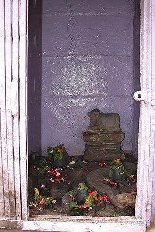 hindu shrine altar ©christine kaaloa