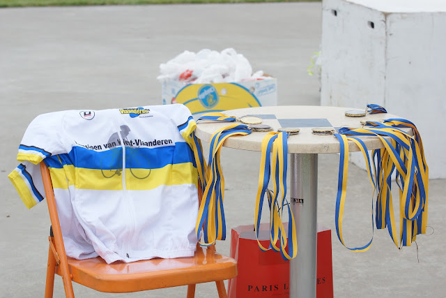 de medailles en kampioenentruien liggen klaar