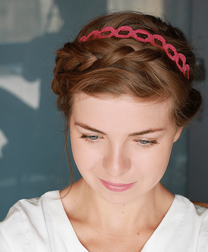 coiffure romantique avec headband the blue dress girl. Black Bedroom Furniture Sets. Home Design Ideas