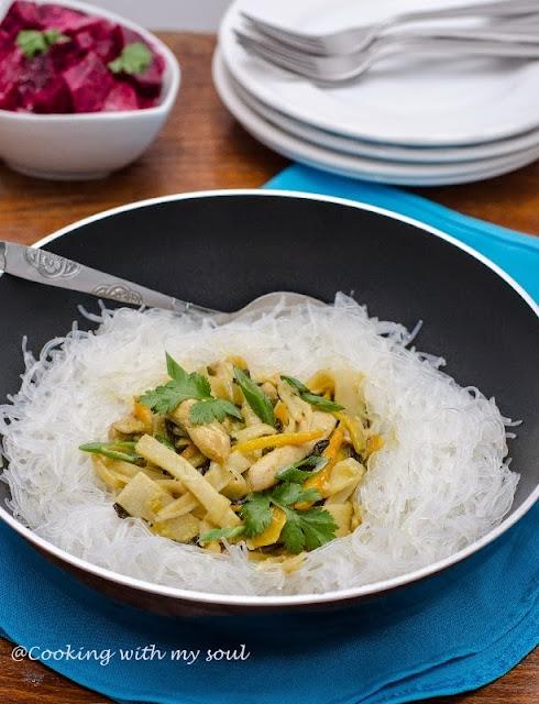 Curry verde cu taietei de sticla