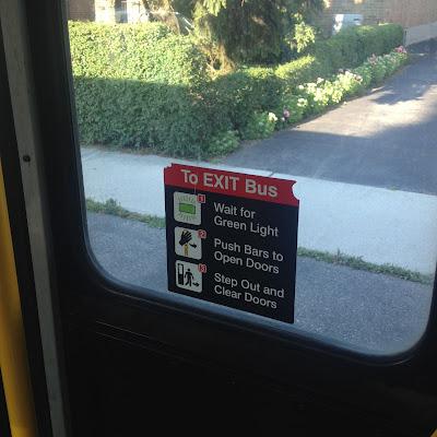 LookAtIsrael.com – Фотографии Израиля и не только…: LookAtCanada.com / Большое канадское путешествие начинается! Тут столько всякого про меня и о том как я готовился к путешествию, что аж самому стало интересно | LookAtIsrael.com - Фотографии Израиля и не только... Автобусы в Торонто настолько суровы, что чтобы выйти нужно ждать зеленого сигнала, затем вытолкнуть из прохода целый бар и только потом выходить из автобуса. При этом не забыть ее протереть за собой