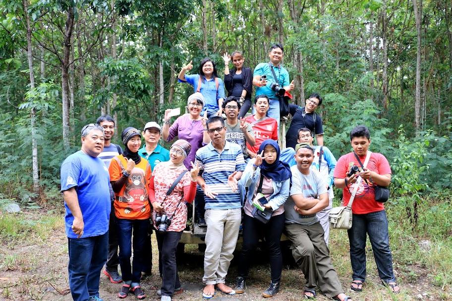 Foto keluarga di Kebun Raya Minahasa