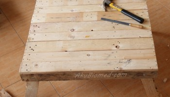 meja dari kayu pallet