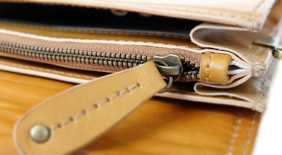 กระเป๋าหนังฟอกฝาด ตัดเย็บที่ประณีต