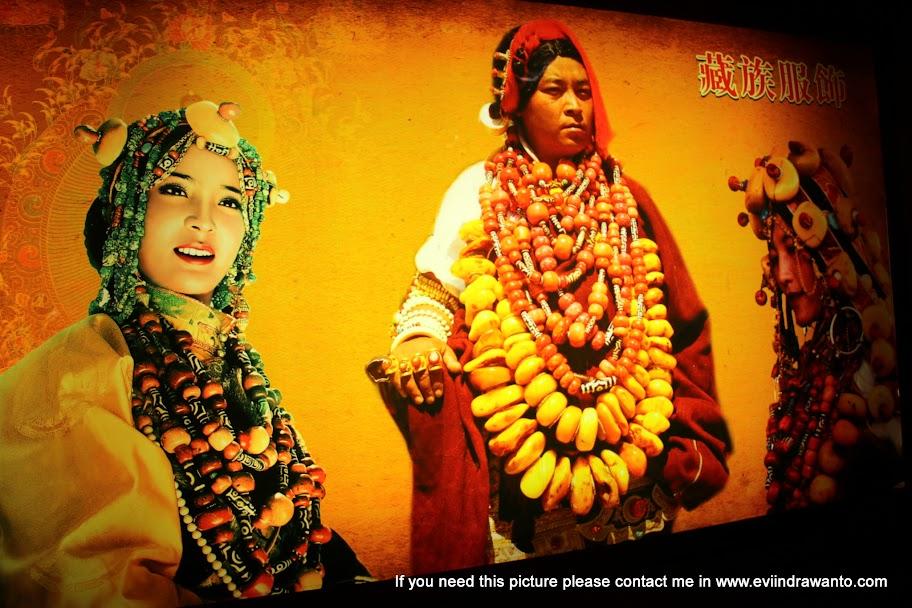 Wanita bangsawan Tibet dengan kekayaannya