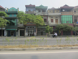 0006Road_to_Halong_Bay