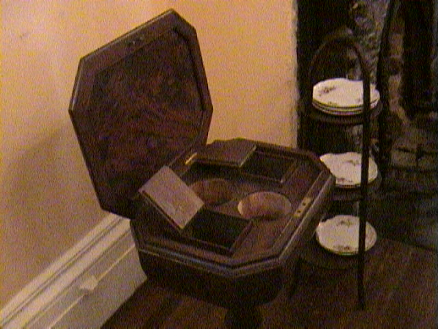 0420Inside_a_Southern_Mansion_-_New_Orleans