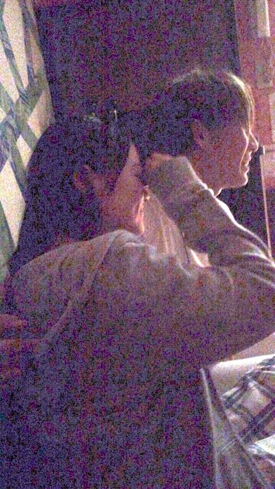 木本花音(SKE48)が松田元太(ジャニーズJr)に背中に手を回されている流出画像1
