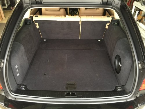 small resolution of  this but still under the cargo floor so in addition to the cargo area not being compromised i still have 2 tiers of storage above and below the amps