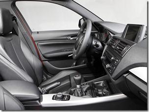 2012_BMW_125i_(_F20_)_5-door_M_Sports_Package_-_Australian_version_013_7224