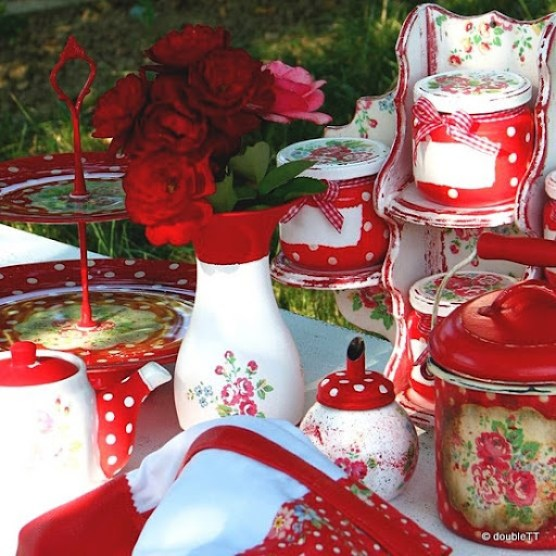 dots and roses in red colection