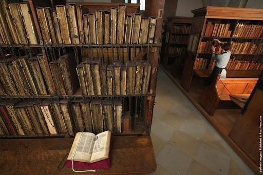 -Hereford-cattedrale incatenato-library-2