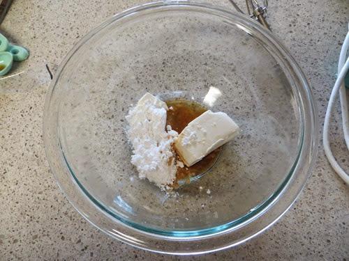 Spiced Rum Banana Nut Bread w.Cream Cheese Glaze (61)