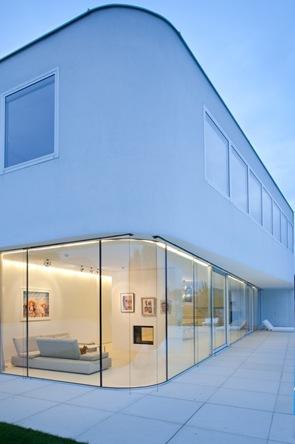 muros-de-vidrio-casa-minimalista