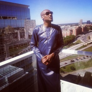 %name Check Out Pictures Of 2Face Idibia Smoking 'SHISHA'