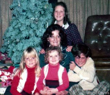 1973 Christmas at Schumanns-001