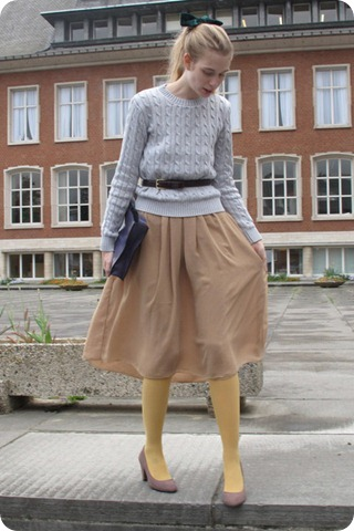Simple Style Tips Summer to Fall Transition Layering Skirts over Tights or Leggings