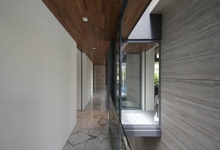diseño-interior-casa-muros-travertino