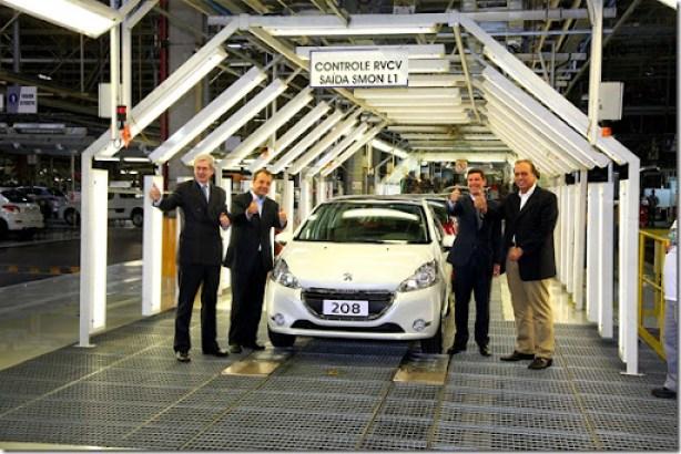 Lançamento Industrial Peugeot 208 a