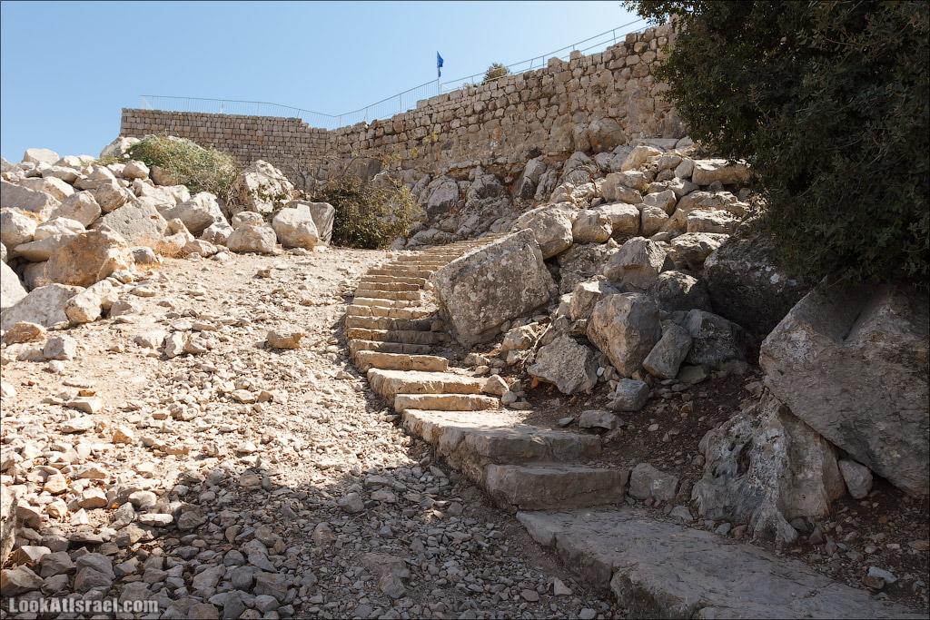 LookAtIsrael.com: Фото-блог о путешествиях по Израилю. Тель Авив, Иерусалим, Хайфа Ступени к нижнему входу