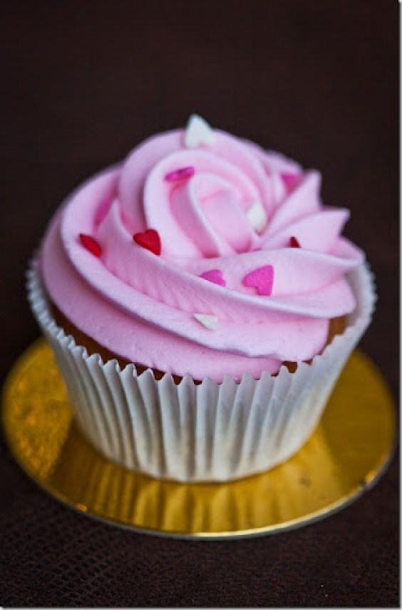 Quick and Easy Vanilla Cupcake Recipe - the cupcakes are topped with cream cheese frosting that can be customized in many, many ways.