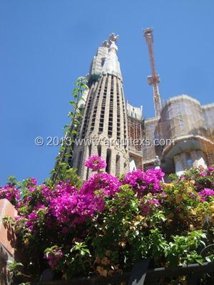 sagrada-familia-barcelona-gaudi