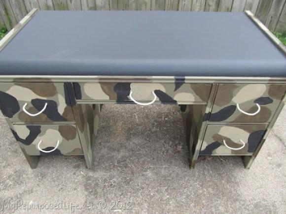 kid's camo desk (15)