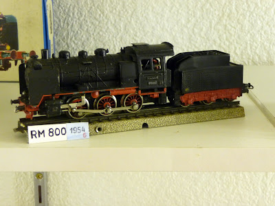 RM 800