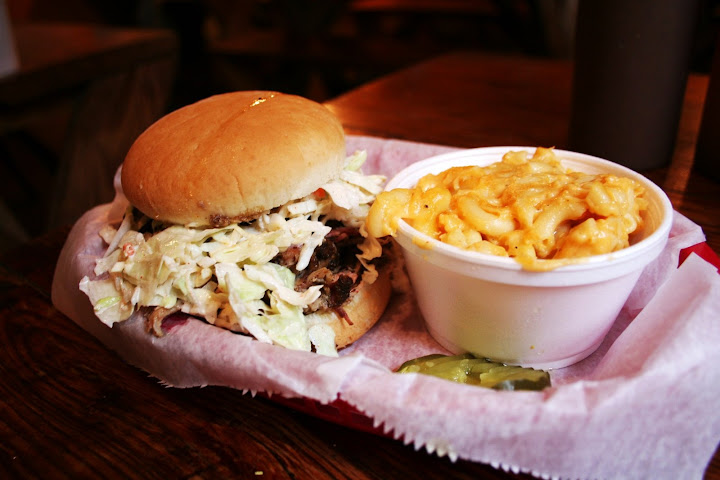 Pulled Pork Sandwich with Mac & Cheese