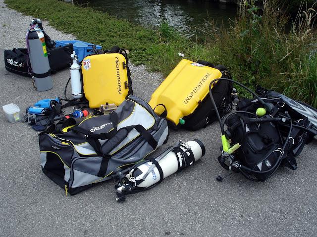 Préparation des recycleurs pour la plongée sur l'épave le France