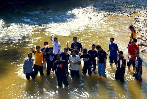 Masuk ke dalam sungai tanpa keperluan