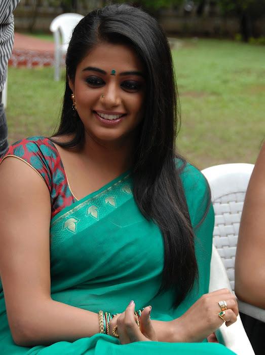 priyamani wearing green saree high quality hot images