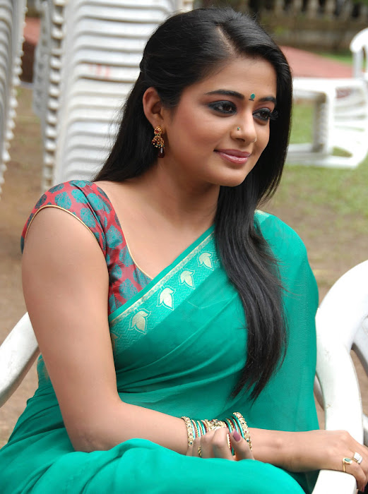 priyamani wearing green saree high quality latest photos