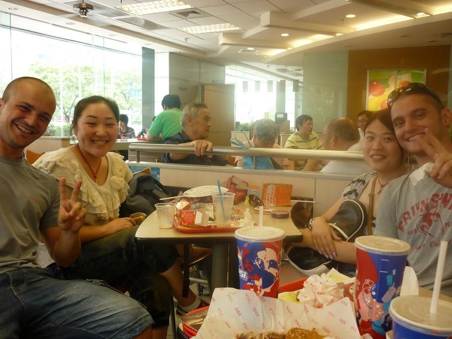 Chinitas en KFC Shanghai