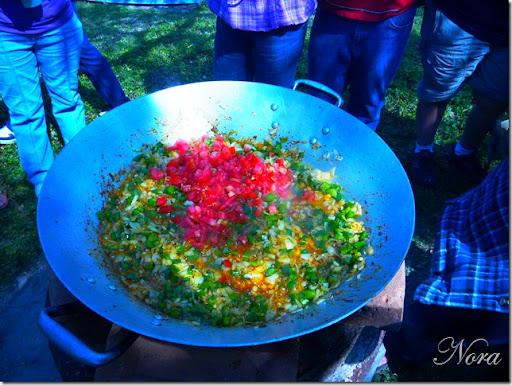 Añade el tomate picado o rallado