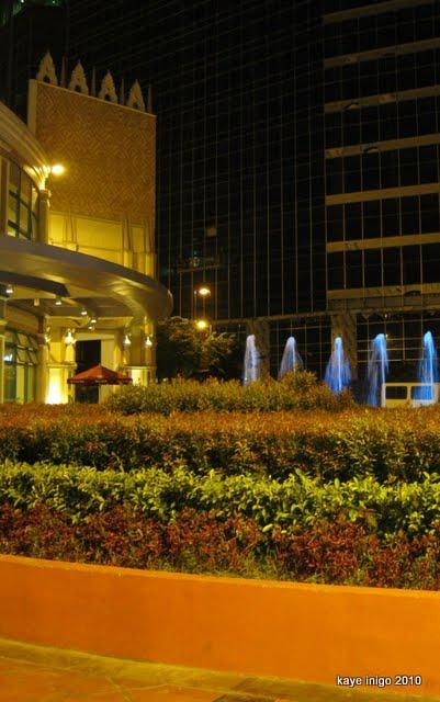 venice piazza mall, taguig city
