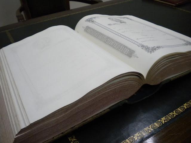 Vista inferior del libro-talonario de láminas de bastanteo del siglo XIX