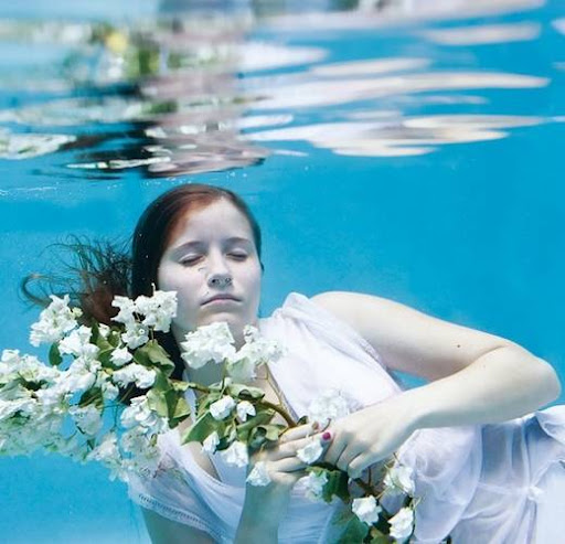 girls_and_water_16.jpg