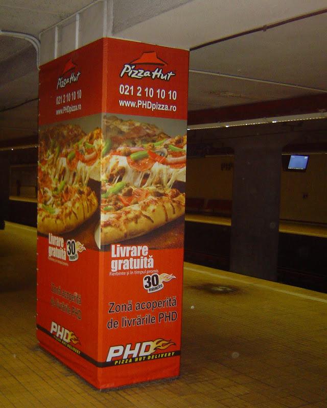promovare metrou Pizza Hut Delivery