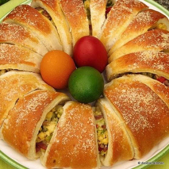 Uskršnji vijenac od jaja, šunke i povrća