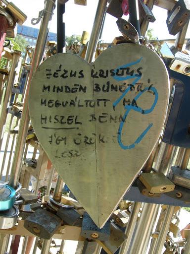 turistalátványosság, lakat, padlocks,  lock, Budapest,  turista, blog, szerelem, óriási lakat, giant lock blog, Budapest, Erzsébet tér, Magyarország, lakat, lakatok, lock, padlocks, szerelem, turista, turistalátványosság, V. kerület,   Belváros