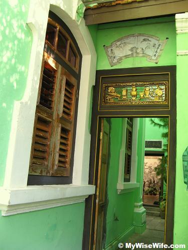 Delicate ornamented doorway