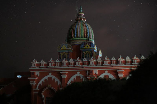 Prasanna's photo of the Vivkenandar Manimandapam at night